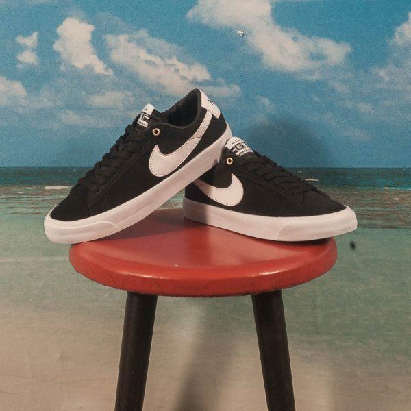 Nike SB - Blazer Low Pro GT - Black / White